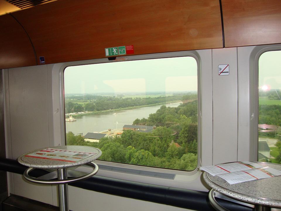 Restoran di Kereta untuk Mengatasi Kejenuhan