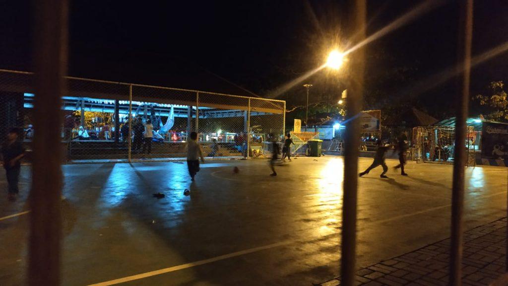 Lapangan Futsal yang Terus Ramai Hingga Malam/Foto: Prajna Vita