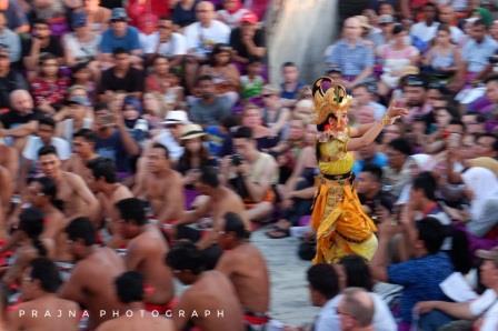 Tari Kecak Pura Luhur Uluwatu. Foto: Prajna Vita
