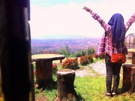 Traveling selalu menjadi cara belajar/Foto: Kiki